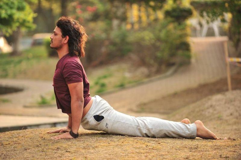 Yoga holístico para combatir el estrés.