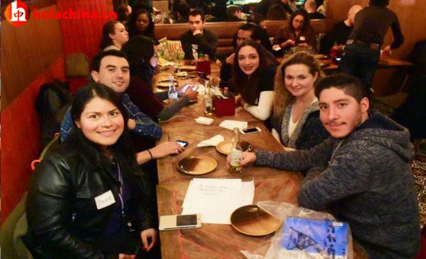 Jóvenes Mexicanos reunidos-年轻墨西哥人聚集